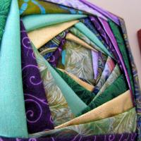 Красивая картина из лоскутов ткани