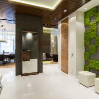 Декорирование стены искусственным мхом