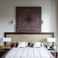 Панно в восточном стиле над изголовьем кровати
