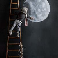 Как нарисовать луну на стене комнаты