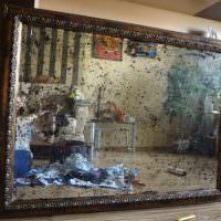 Зеркало с пятнами черного цвета