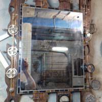 Амперметр на деревянной рамке зеркала