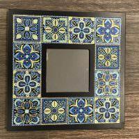 Мозаичные узоры на зеркальной рамке