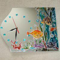 Необычное зеркало с часами и росписью