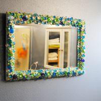 Рамка из разноцветных стеклянных камушков