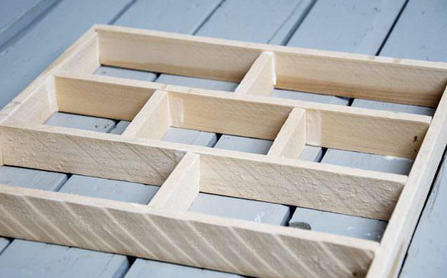 Самодельная форма из дерева для изготовления кирпичиков
