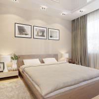 Светло-серые шторы на большом окне спальни