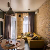 Имитация кирпичной стены в дизайне квартиры