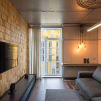 Отделка стены гостиной деревянными панелями