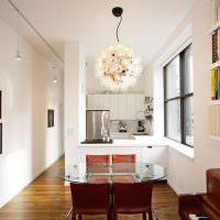Узкая кухня-гостиная в белом цвете