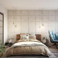 Низкая кровать с декоративными подушками