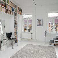 Открытые полки для хранения книг