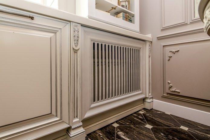 Декорирование батареи отопления в гостиной классического стиля