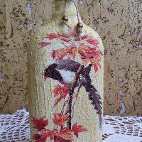 Красивая композиция на стеклянной бутылке