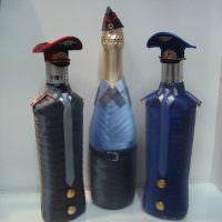 Три бутылки в атласных лентах