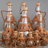 Кожаный декор стеклянных бутылок