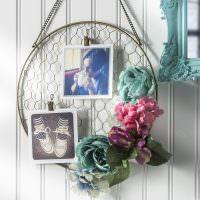 Панно с фотографиями и бумажными цветами