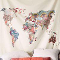 Карта мира из разноцветных лоскутков