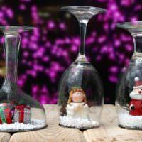 Новогодний декор из стеклянных фужеров