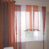 Украшение окна нитяными шторами