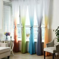 Все цвета радуги на шторах в гостиной