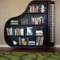 Книжный стеллаж в виде рояля