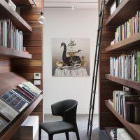 Место для чтения книг в домашней библиотеке