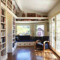 Книжные стеллажи в дачном домике