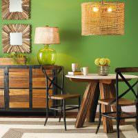 Обеденный столик из натурального дерева