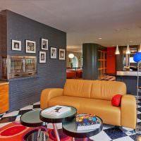 Кожаный диван светло-коричневого цвета
