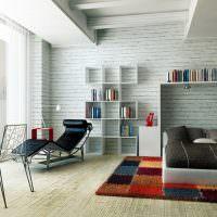 Большая спальная комната с пестрым ковром