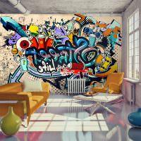 Дизайн гостиной с граффити на стене