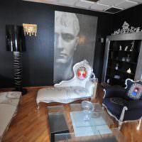 Фотообои на черной стене гостиной