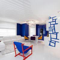 Причудливое кресло в светлой гостиной
