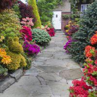 Садовая дорожка из плитняка серого окраса