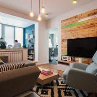 Телевизионная панель на деревянной отделке