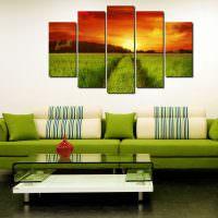 Зеленый диван в современной гостиной