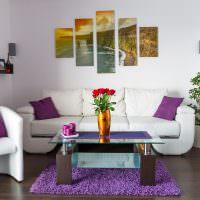 Журнальный столик на фиолетовом коврике