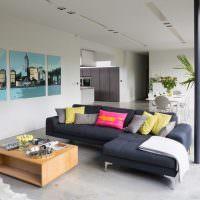 Кадка с пальмой в интерьере гостиной
