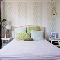 Нежные пастельные рисунки на обоях в спальне
