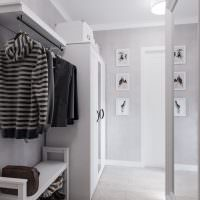 Открытая вешалка для верхней одежды
