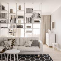 Белый диван в светлой гостиной