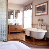 Перегородка из стеклоблоков в ванной комнате