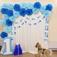 Объемный декор комнаты бумажными шарами