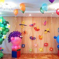 Яркое оформление комнаты на день рождения ребенка