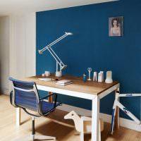 Синяя стена в детской комнате