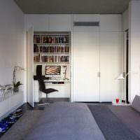 Рабочее место в белом шкафу