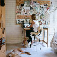 Творческая мастерская молодой девушки