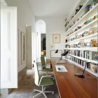 Длинная столешница письменного стола
