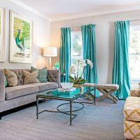 Бирюзовые шторы в дизайн гостиной